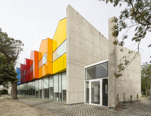 Funda%C3%A7%C3%A3o_Esther_Koplowitz_para_Pacientes_com_Paralisia_Cerebral_Hans_Abaton The Role of Color in Architecture: Visual Effects and Psychological Stimuli Architecture