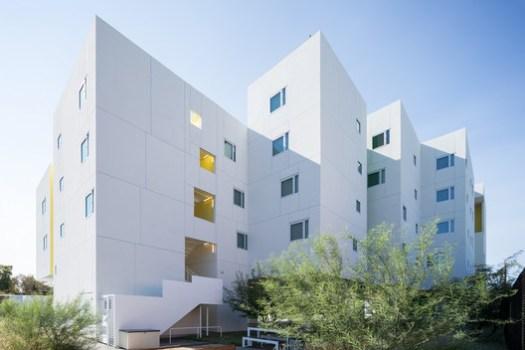 Crest Apartments; Van Nuys, California   Michael Maltzan Architecture. Image © Iwan Baan