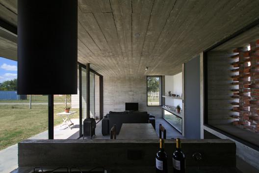 12_Casa_Suburbana_-_Fotos_Besoni%CC%81as_Almeida Suburban House / Besonias Almeida Arquitectos Architecture