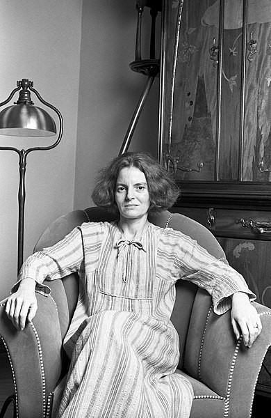 © <a href='https://commons.wikimedia.org/wiki/File:Denise_Scott_Brown_1978_%C2%A9_Lynn_Gilbert.jpg#/media/File:Denise_Scott_Brown_1978_%C2%A9_Lynn_Gilbert.jpg'> Lynn Gilbert </a> licensed under <https://creativecommons.org/licenses/by-sa/4.0'>CC BY-SA 4.0</a>