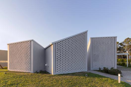 Casa_Inclompleta_WEB_%C2%A9_Ramiro_Sosa_(8) Incomplete House / estudio relativo Architecture