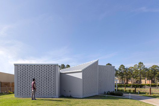 Casa_Inclompleta_WEB_%C2%A9_Ramiro_Sosa_(14) Incomplete House / estudio relativo Architecture