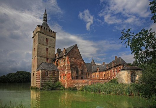 Horst Castle. Image © <a href='https://upload.wikimedia.org/wikipedia/commons/9/9c/Kasteel_van_Horst_-_Sint_Pieters_Rode_-_Belgica.jpg'>Francisco Conde Sánchez</a> licensed under <a href='https://creativecommons.org/licenses/by-sa/3.0/deed.en/'>CC BY-SA 3.0</a>