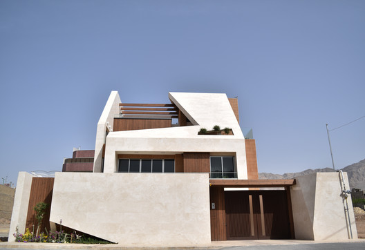 1 Kharand-House / Hamed Tadayon, Mohammad Amin Davarpanah Architecture