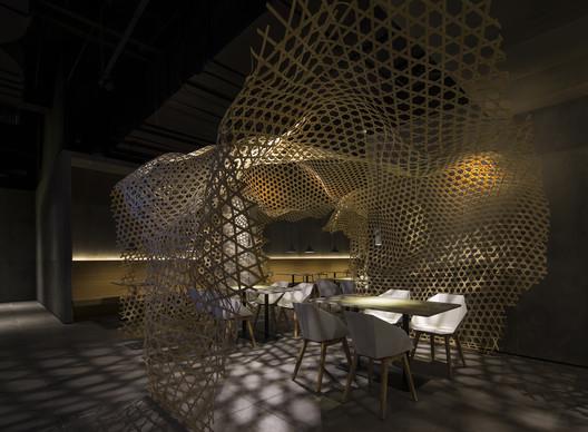 Bamboo waving  stretching through the space. Image © Haochang Cao, Songyang Ba