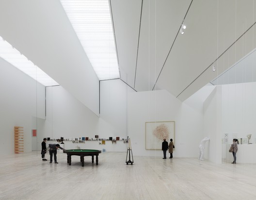 Sculpted Light: Upper level gallery of the Jumex Museum by David Chipperfield (David Chipperfield Architects). Large skylight monitors with diffusing filters provide even illumination in the top-floor gallery and control the abundant sunlight and solar-heat gains. Image © Simon Menges