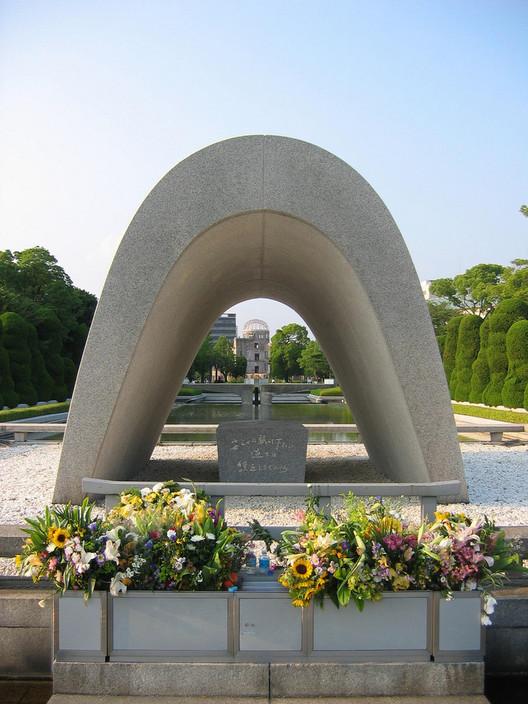 Hiroshima Peace Center and Memorial Park / Kenzo Tange