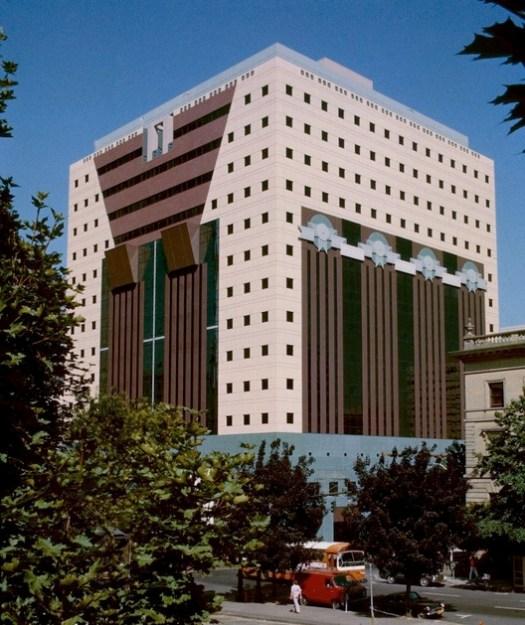Portland Building, designed by Michael Graves. © Steve Morgan, via Wikimedia. License CC BY-SA 3.0