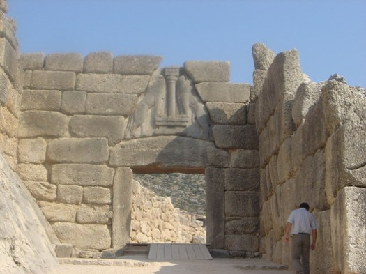 © <a href='https://commons.wikimedia.org/wiki/File:Mycenae_lion_gate_dsc06382.jpg'>David Monniaux</a> licensed under <a href='https://creativecommons.org/licenses/by-sa/3.0/deed.en'>CC BY-SA 3.0</a>