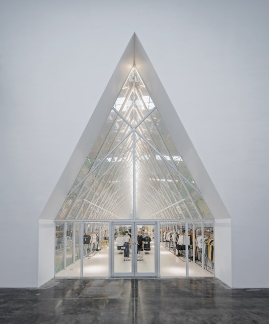 Entrance of clothing retail. Image © Shengliang Su, Qingshan Wu