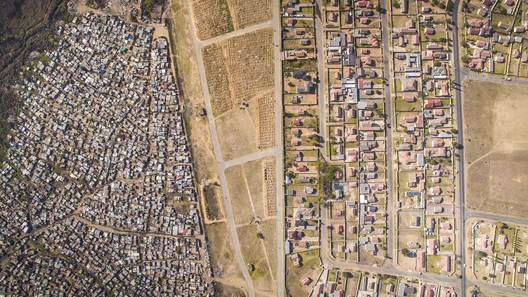 Kya Sands, Johannesburg, South Africa. Image © Johnny Miller / Unequal Scenes