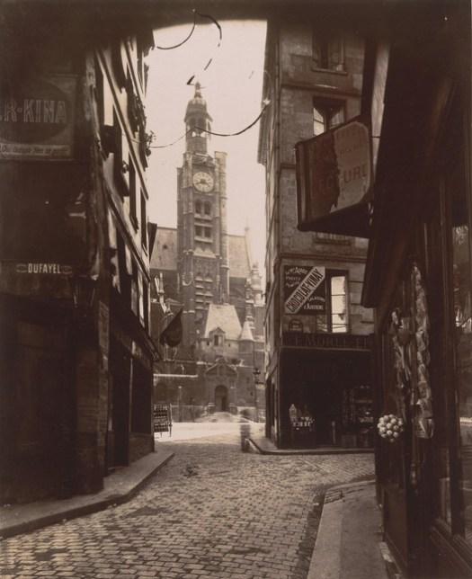 "Eugène Atget. Rue de la Montagne-Sainte-Geneviève, 1898. Credits: MoMA; Abbott-Levy Collection. Gift from Shirley C. Burden. Sob termos de ""Fair Use"""