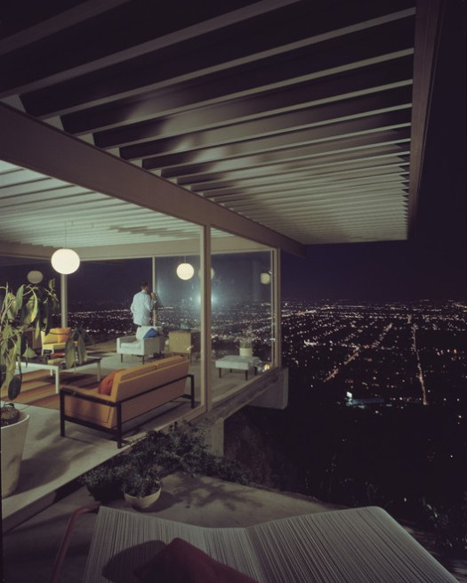 Julius Shulman. Case Study House #22, 1960 (Architect: Pierre Koenig) © J. Paul Getty Trust. Usada com permissão. Julius Shulman Photography Archive, Research Library at the Getty Research Institute (2004.R.10). Courtesy of Barbican Art Gallery