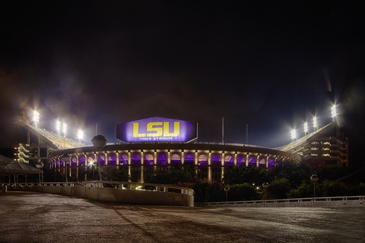 7. Tiger Stadium / Baton Rouge, Louisiana, USA. Image courtesy of flickr user 23881321@N03. Licensed under CC BY-NC 2.0