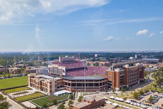 25. Gaylord Family Oklahoma Memorial Stadium / Norman, Oklahoma, USA. Image via wikimedia user Toniklemm. Licensed under CC BY-SA 4.0