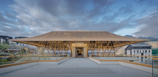 Symmetrical building entrance and plaza. Image © SCHRAN Architectural Photography