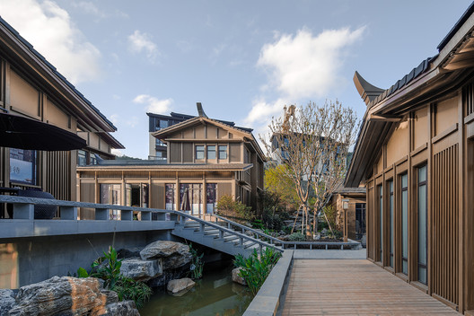 Zen commercial street along the water. Image © SCHRAN Architectural Photography