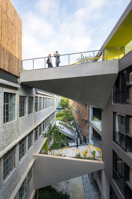 Landscaping bridges as outdoor terraces and viewing decks. Image © Chaos. Z