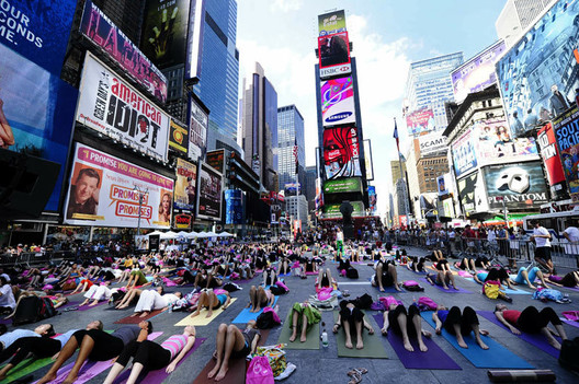 Yoga in New York. Image via Creative Commons