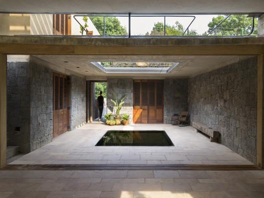 Casa Albino Ortega / Rozana Montiel   Estudio de Arquitectura. Image © Sandra Pereznieto