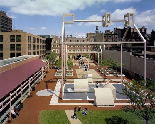 VSBA_-_Project_-_Franklin_Court_(Mark_Cohn) Robert Venturi Passes Away at 93 Architecture