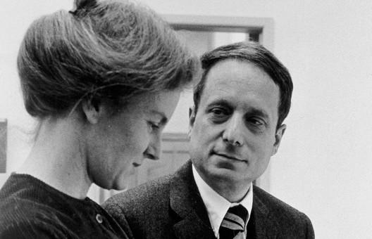 venturi-scott-brown-portrait Robert Venturi Passes Away at 93 Architecture