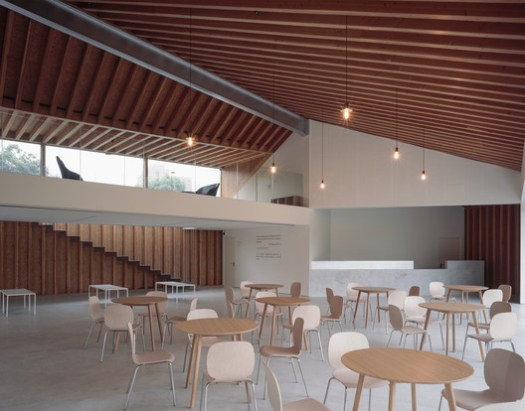 main space with light weight movable furniture. Image © Hao Chen