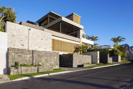 Clifton House / Malan Vorster Architecture Interior Design. Image © Adam Letch