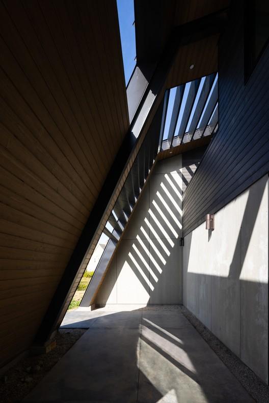 OGA_Kingsburg_0166 Treow Brycg House / Omar Gandhi Architect Architecture