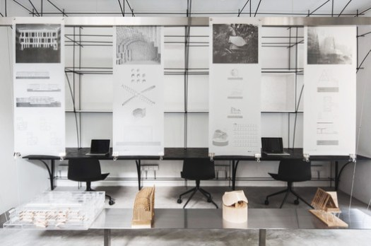 The main office area and the exhibition table. Image © Xiaodan Song