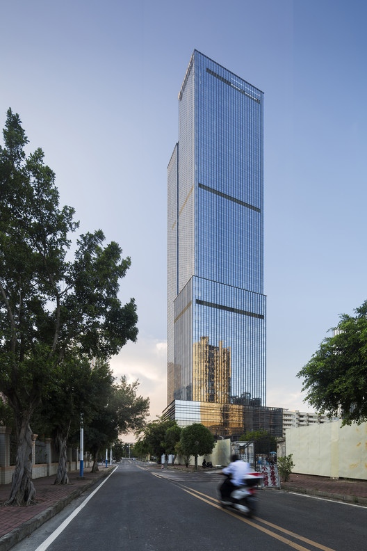 Building is iconic and recognizable in the surrounding environment. Image © Taipei Ceng