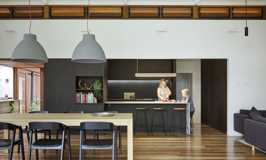 42488 Gresham Street House / Jackson Teece Architecture