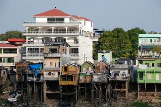 Stilt Houses in Manaus. Image © Giovana Tozzi