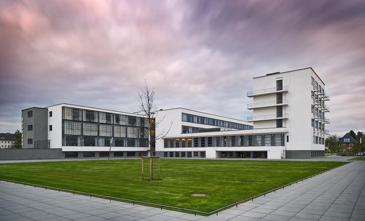 Dessau Bauhaus / Walter Gropius. Image © Thomas Lewandovski