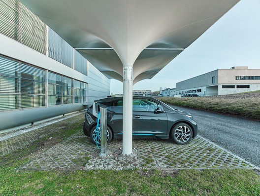 Solar Car Port: Renewable Energy to Charge Your E-Car. Image © MDT-Tex
