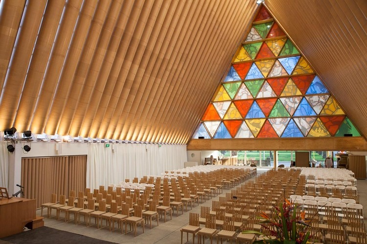 Iglesia de Kobe construida con tubos de cartón por Shigeru Ban. Image © Bridgit Anderson