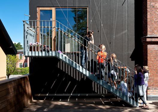 Bernadotte School Extension / Vandkunsten Architects. Image Courtesy of Adam Mørk