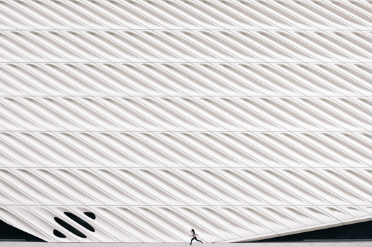 The author worked on the design and construction of the Broad Museum in Los Angeles.. Image © Verne Ho/Unsplash