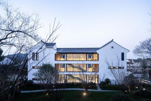 quadrangle courtyard south facade. Image © Qingshan Wu