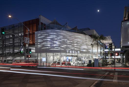 Tesla, Santa Monica, CA. Michael W Folonis Architects. Image © Art Gray Photography