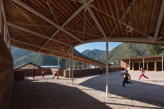 Courtyard used for outdoor activities of the community center (daytime). Image © Schran Image