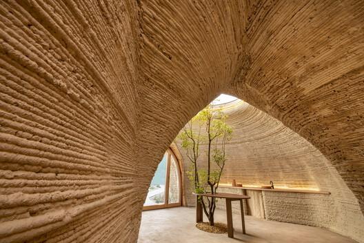 TECLA, 3D Printed Habitat by WASP and Mario Cucinella Architects. Image © Iago Corazza