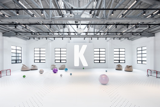 Kids-Friendly play room / An open and bright space with inflated basketballs, hoods, yoga balls invites kids and their family to play together.. Image Courtesy of COORDINATION ASIA