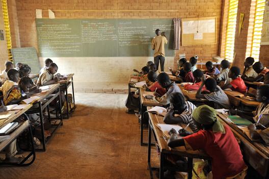 Escola Primária em Gando. Foto © Erik-Jan Ouwerkerk