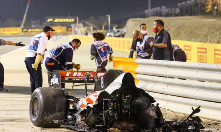 Formula 1: la Haas di Grosjean si spezza e s'incendia. Illeso il pilota.