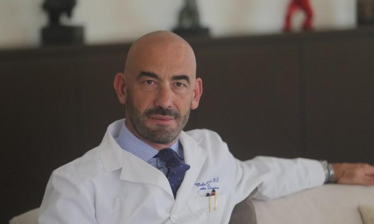 """Bassetti: """"L'Italia non è pronta ad avere il green pass, va modificato"""""""