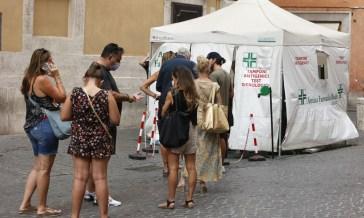 In Italia 1.597 nuovi casi e 44 decessi, stabile il tasso di positività a 0,7%