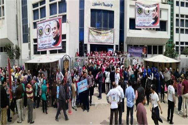 رئيس جامعة دمنهور يقود مسيرة حاشدة للحث على المشاركة في