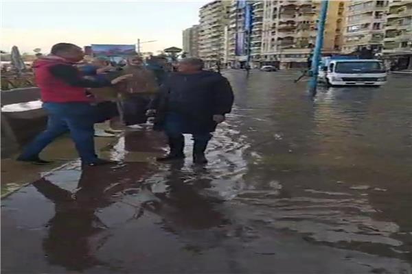 سيول استمرت 8 ساعات.. شوارع الإسكندرية تتحول لبحيرات