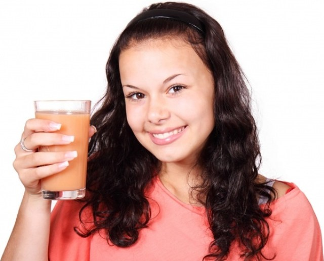 woman with a juice in Kitchen Hacks